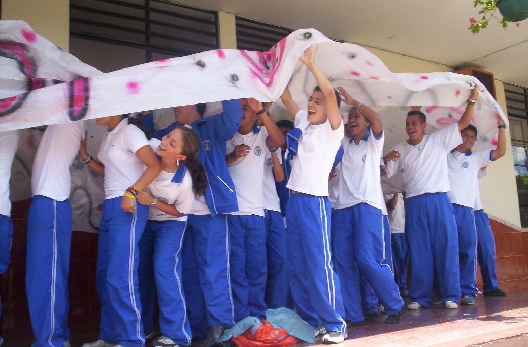 20091126010356-alumnos-2.jpg
