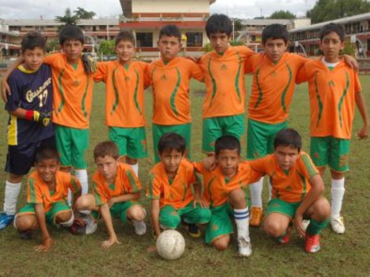 Champagnat se coronó campeón de fútbol infantil